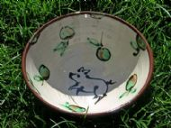 Bowl decorated with piglet motif