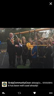 The Mayor Herbie Thomas cuts the ribbon!
