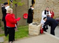 Counsellor Dave Shaw laying wreath