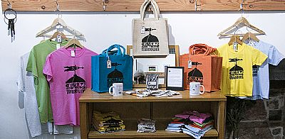 courthouse t-shirts and bags
