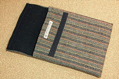 thick felt inside harris tweed gadget case by roses workshop