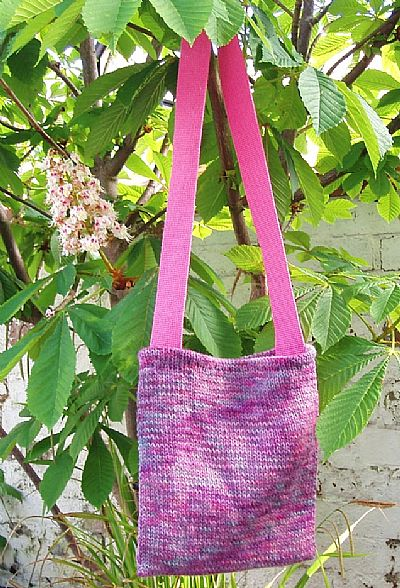 hand-knitted pink shoulderbag by roses workshop