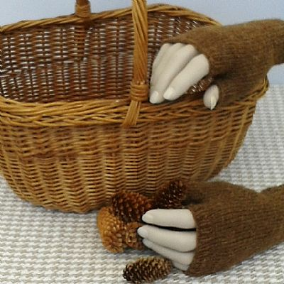 fingerless glove hand knit british wool casthemilk moorit by roses workshop
