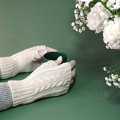 aran gloves in natural cream britsh wool