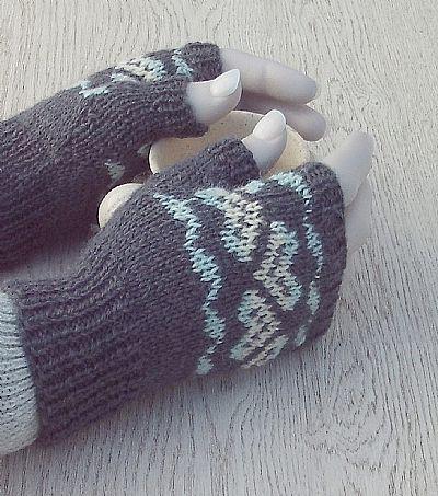 handknit grey wool gloves by roses workshop