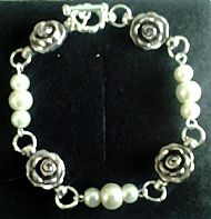 B4 ROSES AND PEARL BRACELET