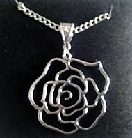 A2 SILVER ROSE NECKLACE