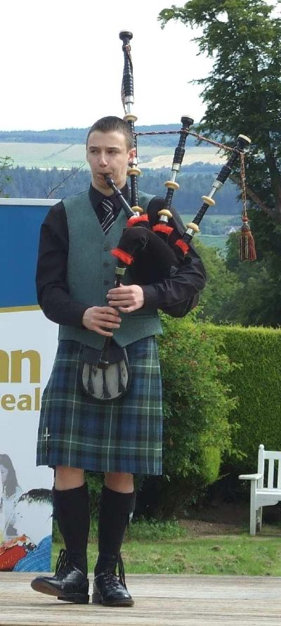 ali (alasdair) turner playing at a f�isean nan g�idheal event