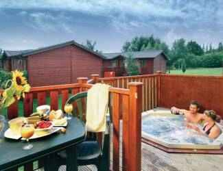 find lots of log cabins with hot tubs