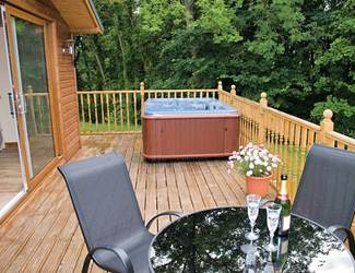 find log cabins with hot tubs yorkshire moors and coast