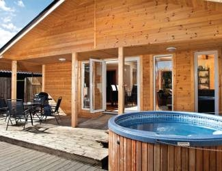 find log cabins with hot tubs in the yorkshire dales