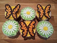Butterfly and Daisy Cupcakes