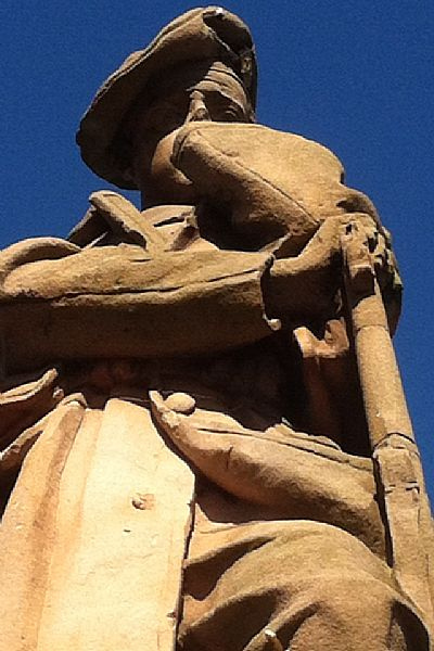 sculpture of soldier of the 8th btn royal scots by william birnie rhind (1922)