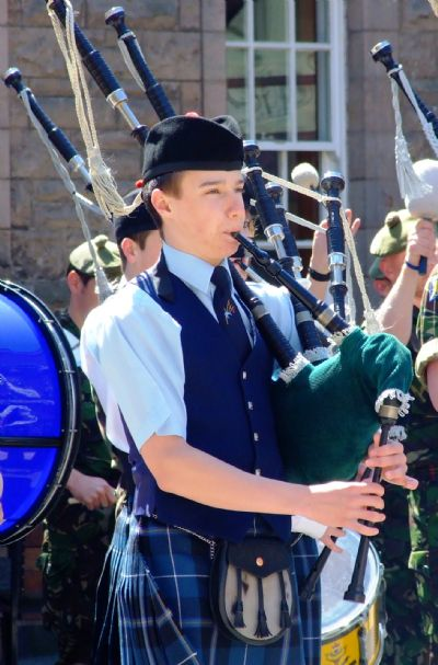 alasdair turner with the highland youth pipe band