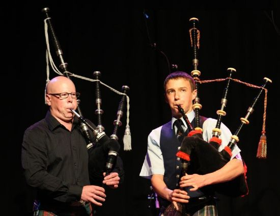 robert watt and alasdair turner dueting at ceolraidh
