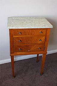 Antique and bespoke antique - Mini table de chevet ...