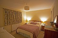 The king sized bedroom and single bed