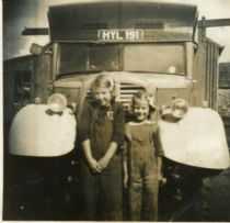 HPA008  Mobile Shop, Lochend. Evelyn and Irene Sinclair, 1953