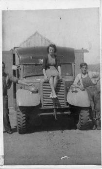 HPA011  Lochend Mobile Shop c.1950 Bessie Dearness, J.O.Alexander