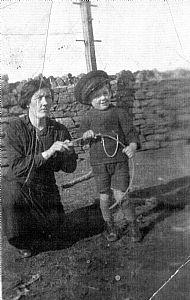 HPA475   George Skea and Mum