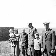 HPA584   Morag, Lydia, Sandy, Fraser, Alison & Hugh   July 1966