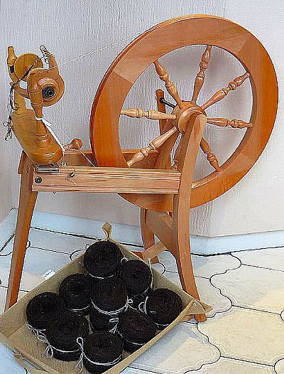 crafty ewe spinning wheel