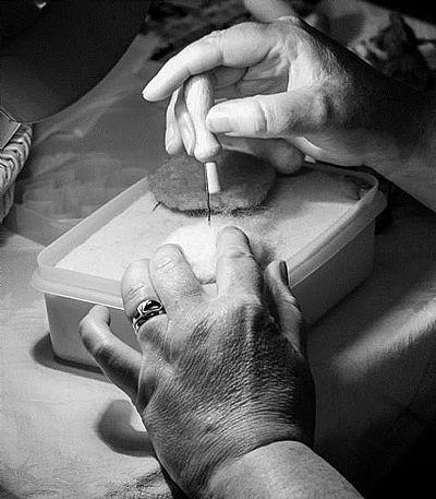 needlefelting hands roses felt workshop