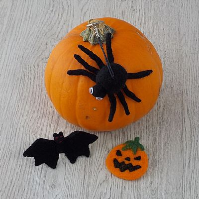 felted halloween collection by roses felt workshop