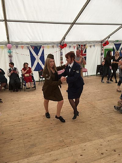 debbie and lorna dornoch firth dancers