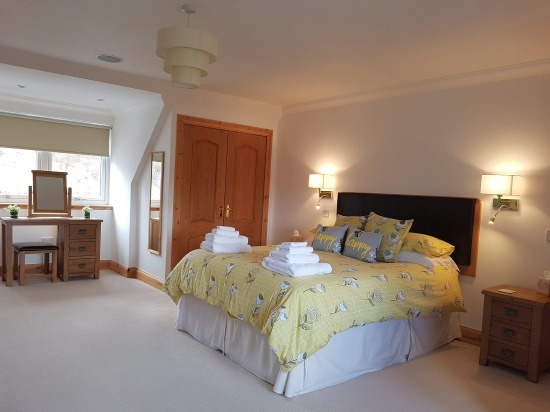 sgritheal view bed & breakfast, skye - double bedroom