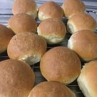Fresh soft bread rolls ( 4 pack )