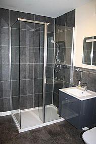 Shower in Osprey