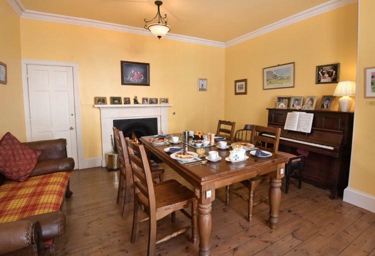 sydney house b&b - breakfast table