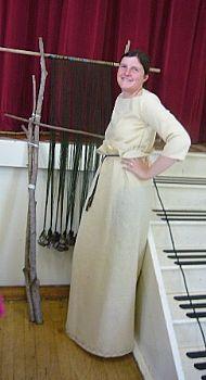 Lynne weaving