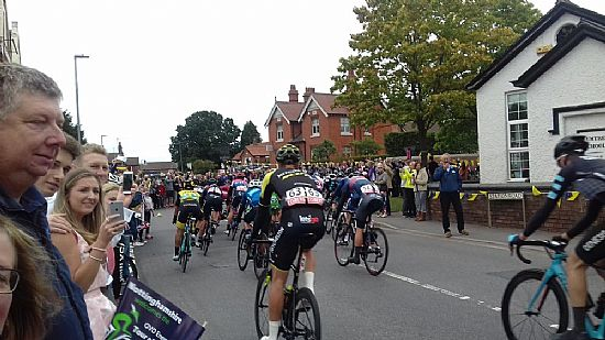 tob cyclists passing plumtree school