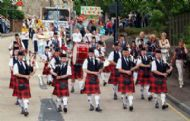 Coalburn IOR Pipe Band leads parade
