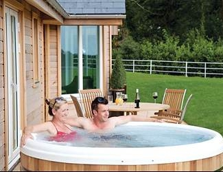 find short breaks with hot tubs